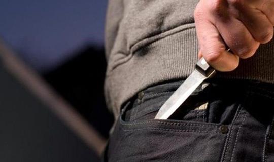 Bıçakla kadın arkadaşını yaraladı