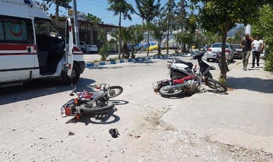 Antalya'da 2 motosiklet çarpıştı