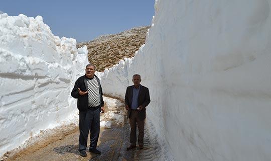 Antalya'da Nisan ayında karla mücadele