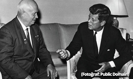 Kennedy, Sovyetler'e olası nükleer saldırıdan neden vazgeçti?