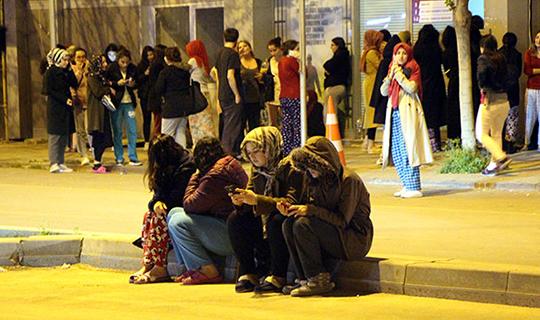 Vatandaşlar sokaklara döküldü