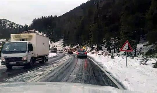 Antalya'da araçlar yolda kaldı
