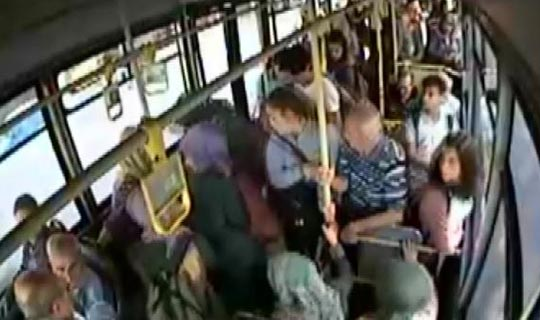 Antalya'da otobüs şoföründen alkışlanacak hareket