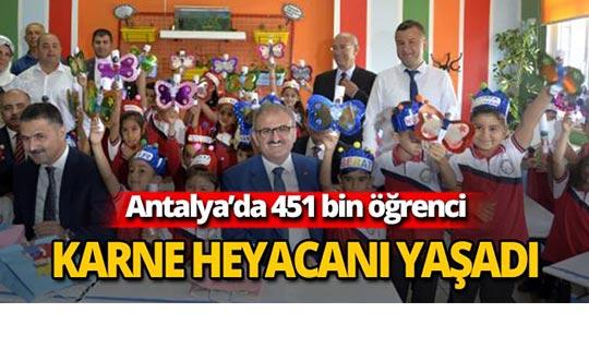 Antalya'da 451 bin öğrenci karne aldı