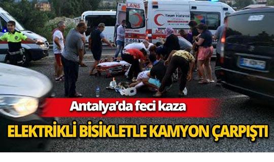 Antalya'da elektrikli bisikletle kamyon çarpıştı