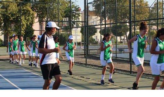 Antalya'da ücretsiz tenis eğitimi