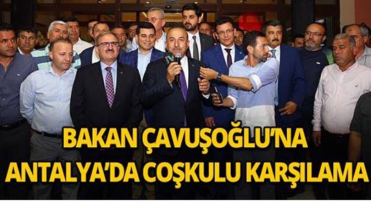 Bakan Çavuşoğlu'na Antalya'da coşkulu karşılama