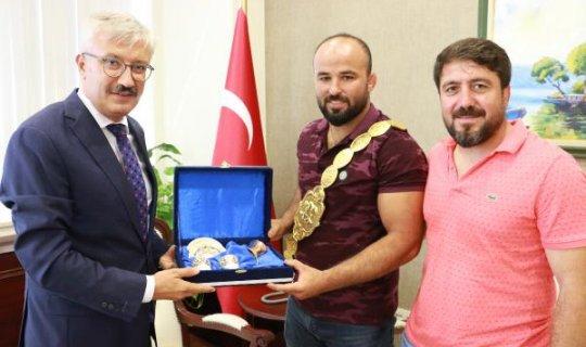 Başpehlivan Antalya'da protokol ziyaretlerine devam ediyor