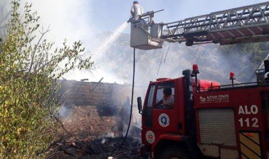 Elmalı'da ev yangını