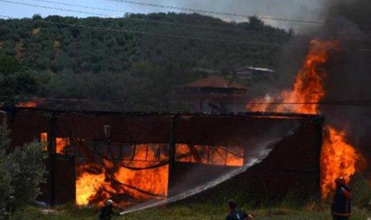 Fabrikanın deposu yandı