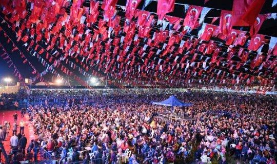 Feslikan'da Sümer Ezgü ve Funda Arar konseri