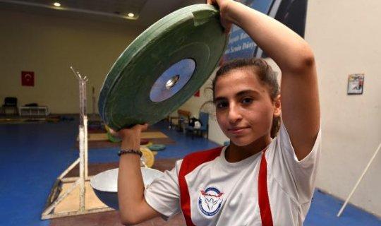 Hayali olimpiyat şampiyonu kadın halterci olmak