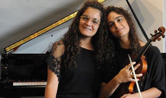 İkiz müzisyenler bir ilki başardı