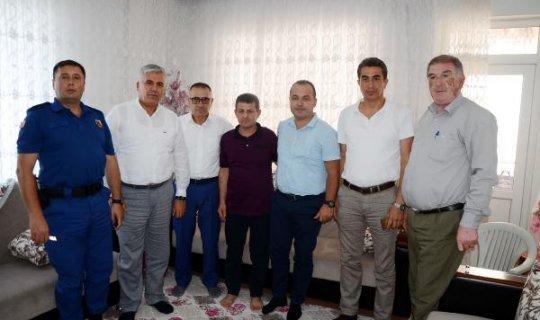 Kaymakamdan yaralı askerin ailesine ziyaret