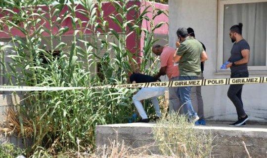 Kullanılmayan evin bahçesinde erkek cesedi bulundu
