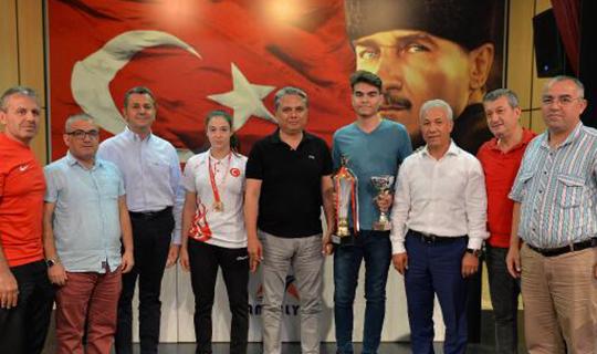 Muratpaşa başarılı sporcuları ödüllendirdi
