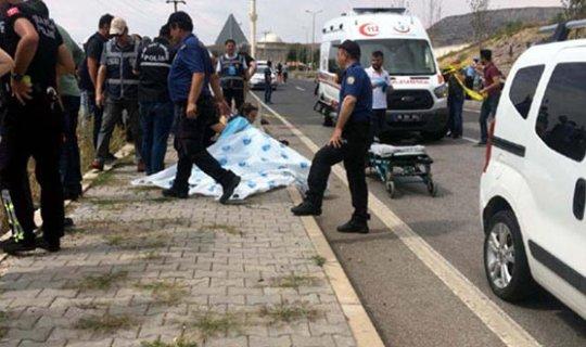 Otomobil polislere çarptı : 1 polis şehit oldu