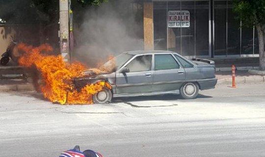 Otomobillerinin yanışını izlediler