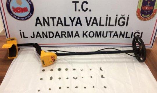Antalya'da tarihi eser kaçakçıları yakalandı