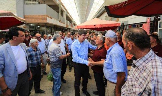 Başkan Türel Elmalı esnafıyla kucaklaştı