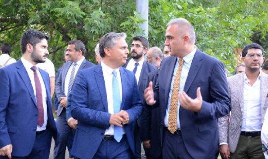 Başkan Uysal, Bakan Ersoy'u, Kaleiçi Old Town Festivali'ne davet etti