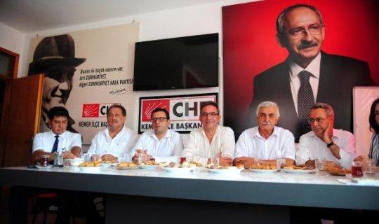 Çetin Osman Budak CHP Kemer İlçe Başkanlığı'nı ziyaret etti