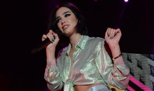 Dünyaca ünlü şarkıcı Serik'te konser verdi