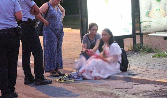 Genç kadın otobüs durağında kanlar içinde bulundu