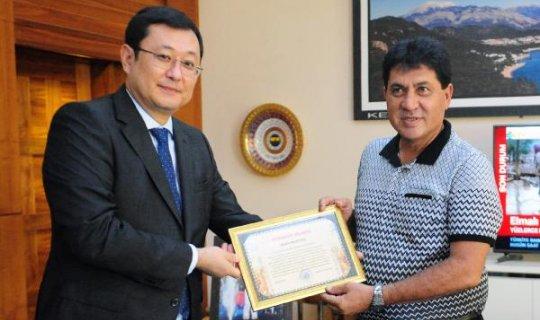 Kazakistan Konsolosu, Kemer Belediye Başkanı Gül'ü ziyaret etti