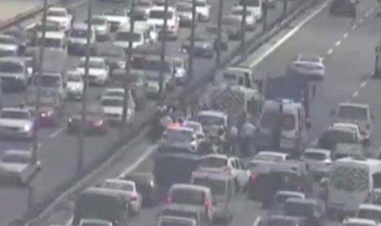 Köprüde kaza : 2 şerit trafiğe kapatıldı
