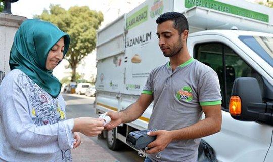 Antalya'da Çevreci Komşu Kart 122 bin 471 lira kazandırdı