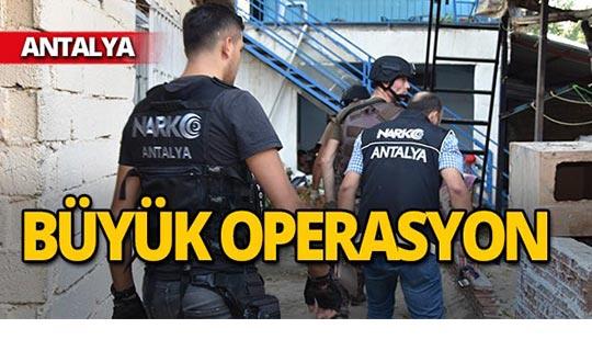 Antalya'da eş zamanlı operasyon : 30 kişi gözaltına alındı