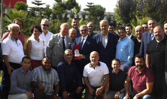 Antalya Valisi Karaloğlu iş adamlarıyla buluştu