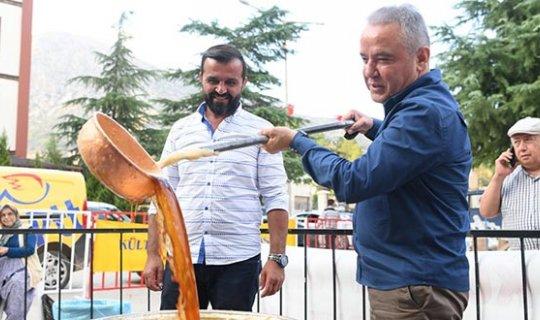 Başkan Böcek, Elmalı'da Pekmez Şenliği'ne katıldı
