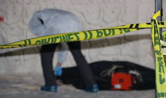 6. kattan düşen anne öldü, 3 yaşındaki çocuğu ağır yaralı