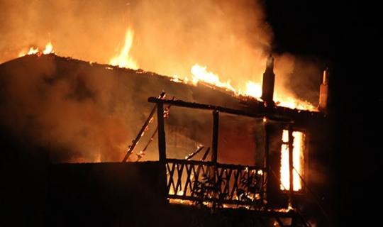 Bağ evi alev alev yandı!