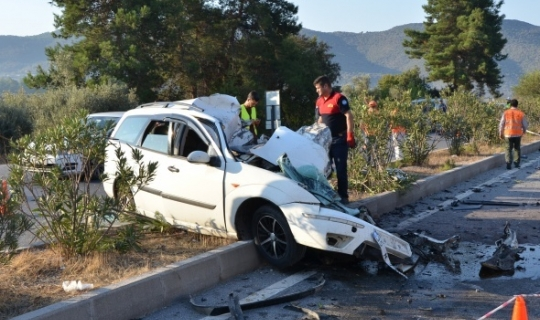 Feci kaza : Otomobil işçileri taşıyan minibüse çarptı!