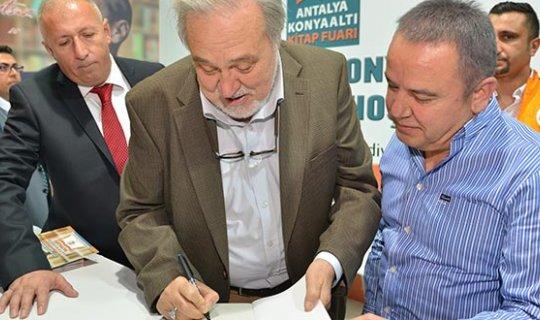 İlber Ortaylı Antalya Konyaaltı Kitap Fuarı'nda