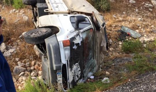 Manavgat-Akseki yolunda kamyonet devrildi