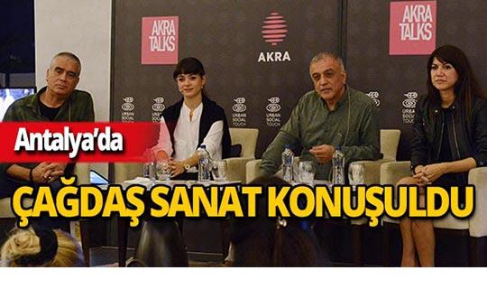 Resim sanatçıları Akra Talks'a konuk oldu