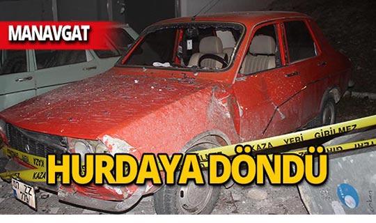 Manavgat'ta feci kaza: Park halindeki araçlara çarptı!