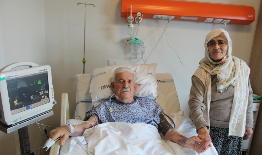 "90 yaşında by-pass olan hasta: ""İlk iş eşimi alnından öpeceğim"""