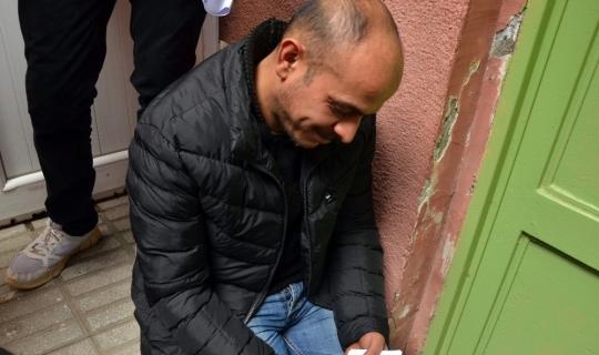 Acılı baba çocuğunun cenazesini fotoğraflarına bakarak bekledi