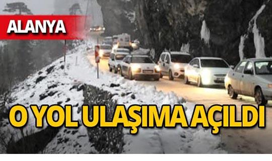 Alanya'da kar nedeniyle ulaşıma kapanan o yol açıldı!