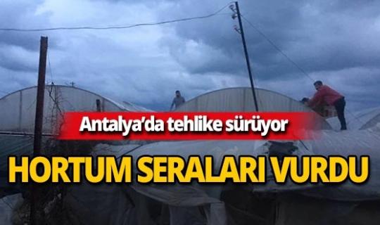 Antalya'da hortum seraları vurdu!