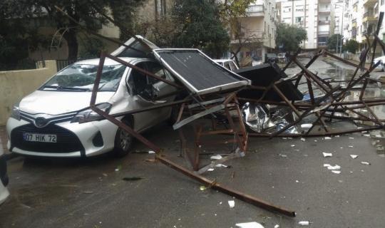 Antalya'da fırtına sonrası temizlik çalışmaları devam ediyor