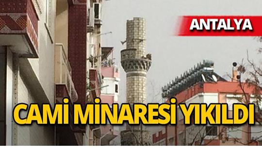 Antalya'da şiddetli fırtına cami minaresini yıktı!