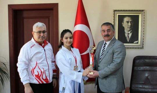 Arifiyeli Karatecilerden Başkan Karakullukçu'ya ziyaret