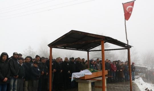 Babasını maden kazasında kaybeden Nevzat, son yolculuğunda tabutunun başından ayrılmadı