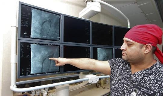 Bağırsak damarına ilk kez stent takıldı